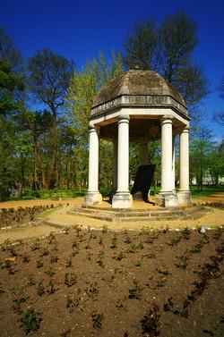 Helikon emlékmű a Helikon parkban