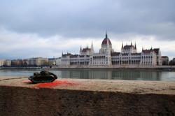 Kolodko miniszobor - Szomorú tank és a Parlament