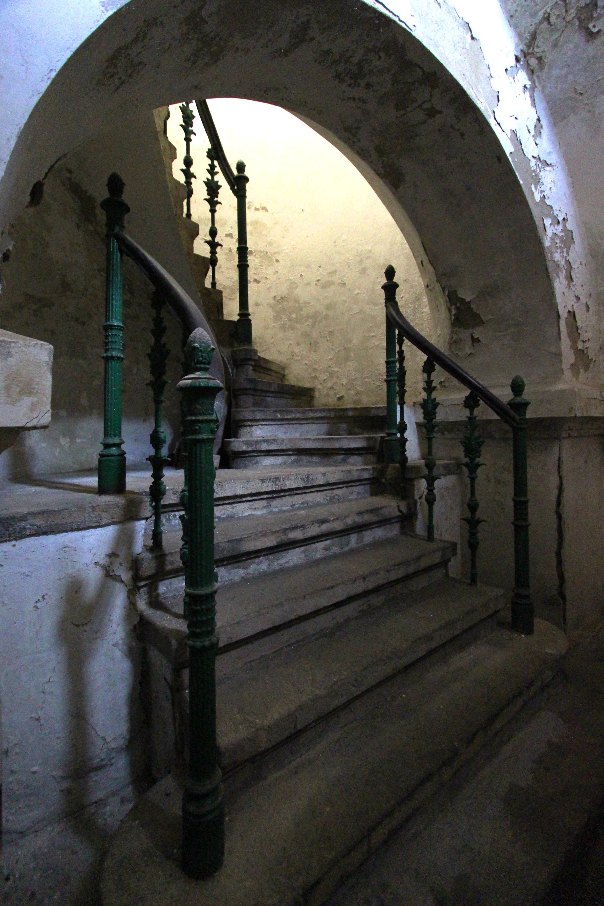 Ganz mauzóleum kívülről és belülről
