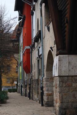 Wekerletelep, Kós Károly tér 10. és a nyugati kapu