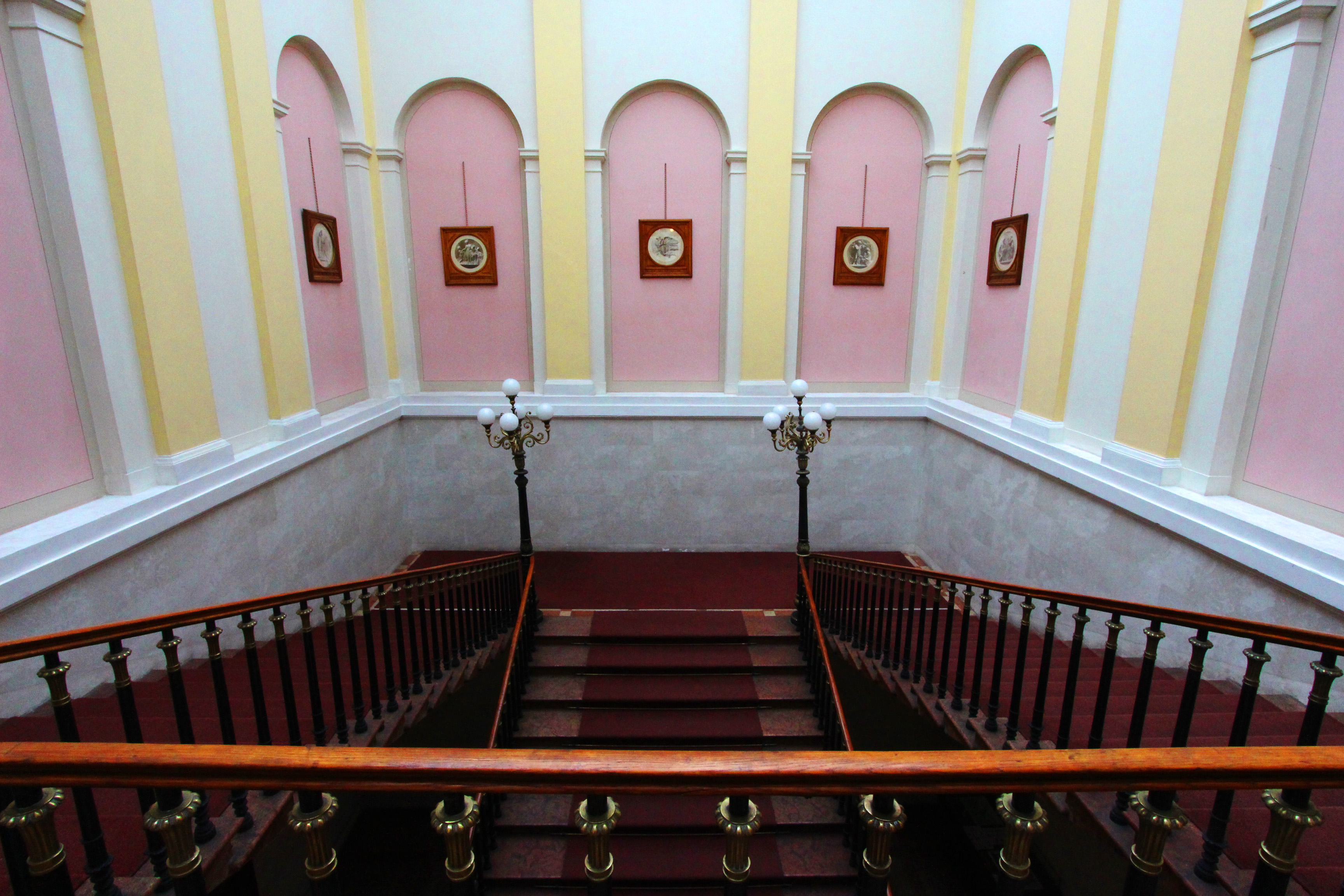 Károlyi-palota belülről és kívülről