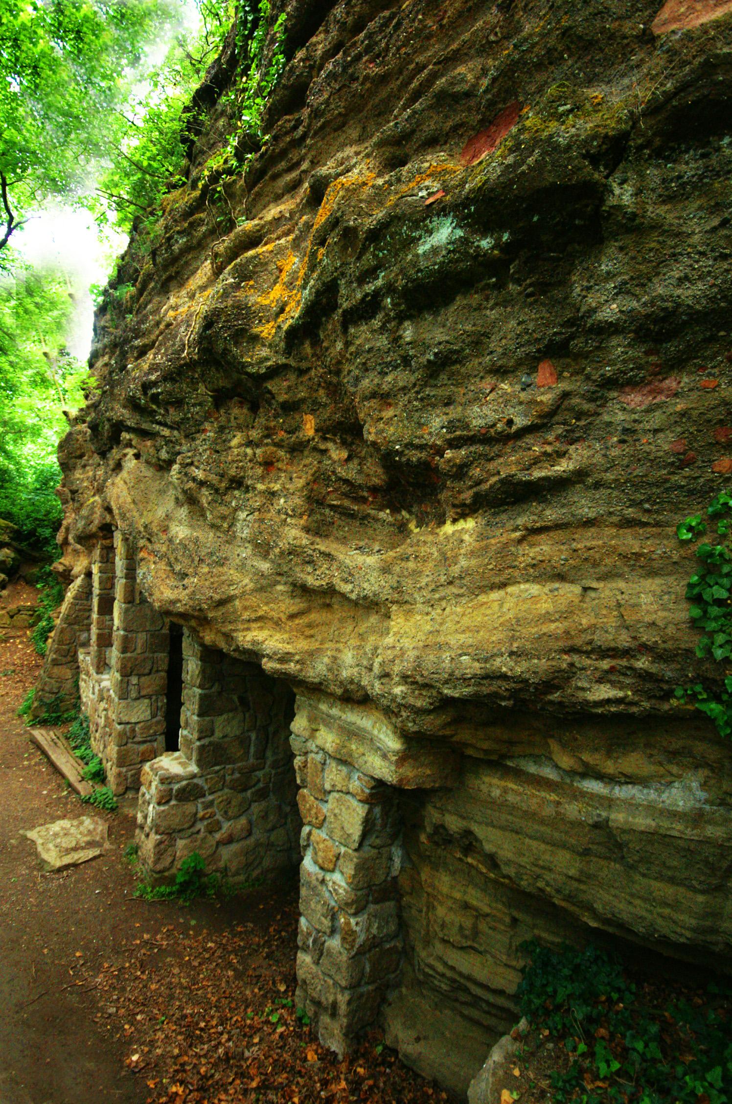 Tihanyi barlanglakások