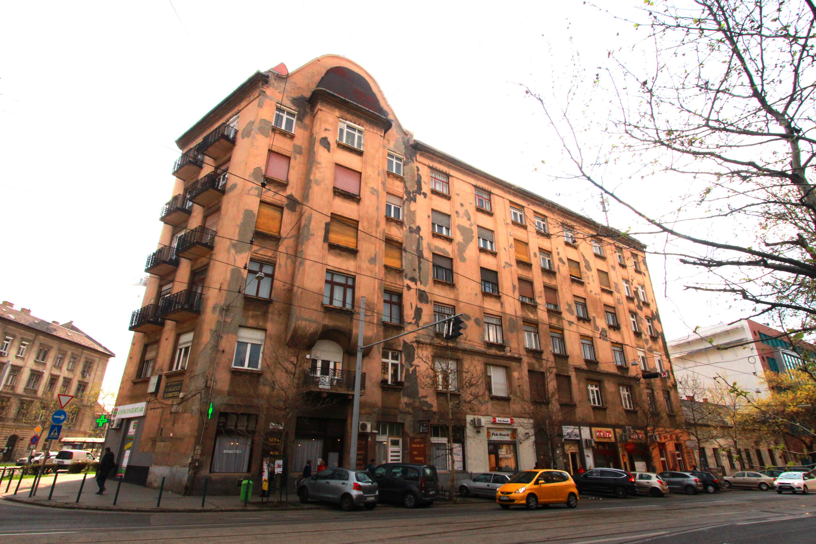 A Mester utca és a Haller utca sarkán található épület földszintjén működött a Világ mozi, ahol Józs