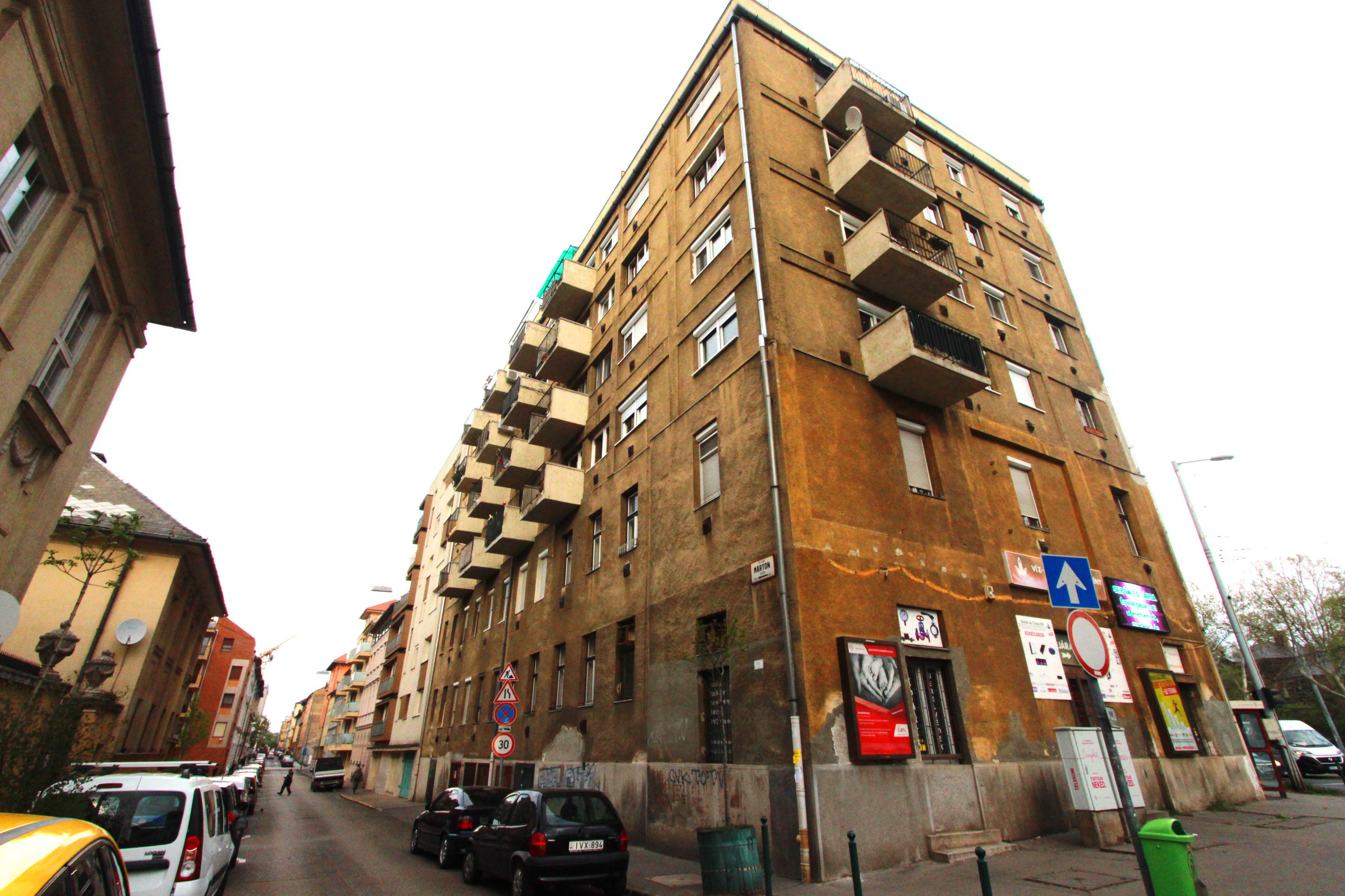 Ennek a lakóháznak a helyén is élt József Attila gyermekkorában