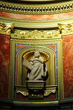 Bazilika kívülről és belülről