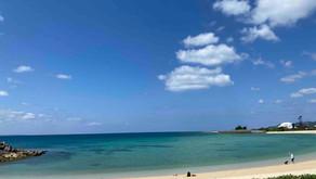 沖縄フルーツランドやリエッタ中山からやく10分で行ける名護市にある21世紀の森ビーチです。4月に入り、海や空が夏色になってきました。風はまだ涼しいので、とても過ごしやすい季節です。