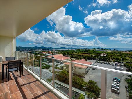 沖縄北部の名護市にも秋がやってきたようです。リエッタ 中山の広いベランダでくつろぎながら心地よい風を受けると心も体も癒されますね。ご家族やグループ、スポーツ合宿など皆様団欒で楽しく過ごせるホテルです。