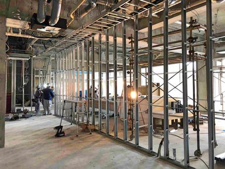 ロビー壁の工事が始まりました。ラウンジもオープン予定です。