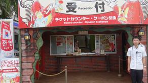 沖縄フルーツランドの総合案内所、トロピカル王国物語やフルーツカフェ等の入口です。地元名護を始め海外のお客様からテーマパークや沖縄の事等幅広い質問を受け付けております。天気よい日も雨の日ぜひお越し下さい