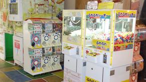 子供たちが大好きなガチャガチャ、沖縄フルーツランドにももちろん設置されています。地域によっては色々な呼び方があるようです。でもワクワク感は一緒ですね。トロピカル王国物語もワクワクが詰まっております。