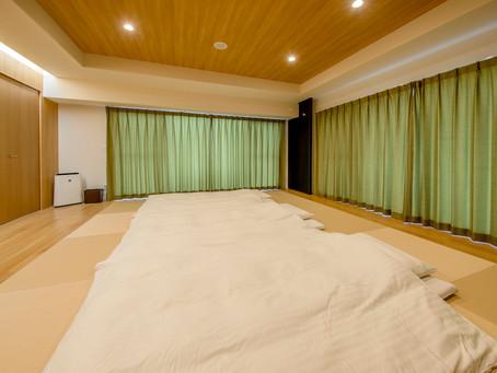 リエッタ中山にはベットルームの他にお布団もご用意しております。ご家族やお友達や合宿など皆様ワイワイ楽しく眠ることができます。また沖縄の中心にある北部はどこへ行くにも便利です。連泊などがお勧めです。