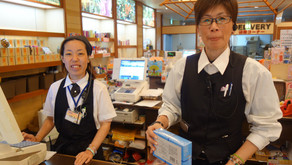 南国の沖縄も本日は寒いです。フルーツランドのスタッフは元気いっぱい!台湾や韓国や中国や東南アジアの国々やアメリカやヨーロッパからのお客様も笑顔でスピーディーに対応です。その経験値すごいです。