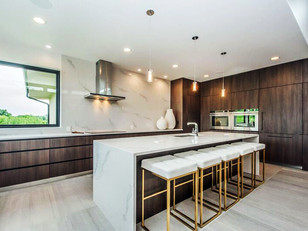 Weekly Living Feature: Warm Contemporary Kitchen