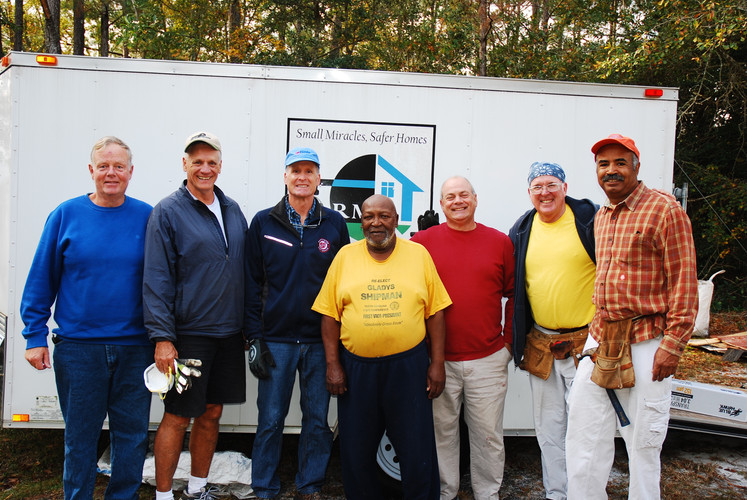 Volunteers with a Veteran Homeowner