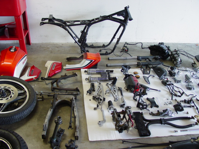 CB1100F_Completely_Disassembled_006