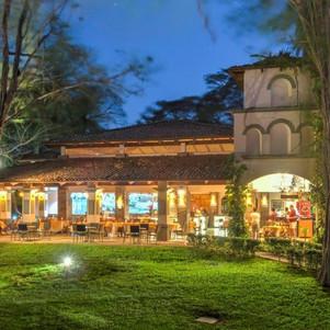 Restaurant night-9546 (2) .jpg