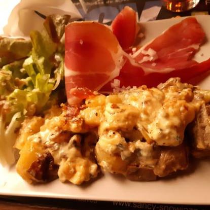 Où manger un bon plat de fromages d'Auvergne lors de votre séjour ?