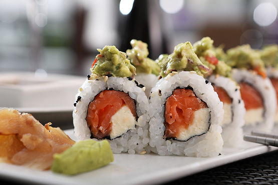 Deliciosas Piezas de Sushi con el mas fresco Salmón, Palta y queso Philadelphia