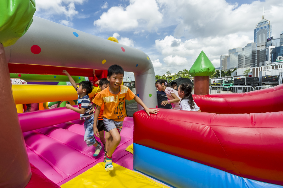 Low res - Lusher Photography _ CVM _ SummerFest _ Yan Oi Tong - Fun with bubbles - Heroes Too 16