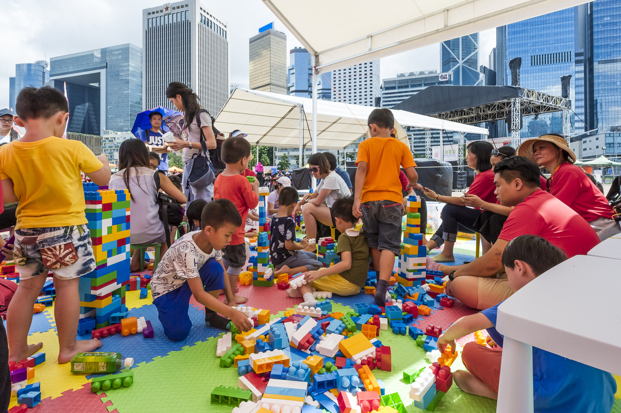 Low res - Lusher Photography _ CVM _ SummerFest _ Yan Oi Tong - Fun with bubbles - Heroes Too 25
