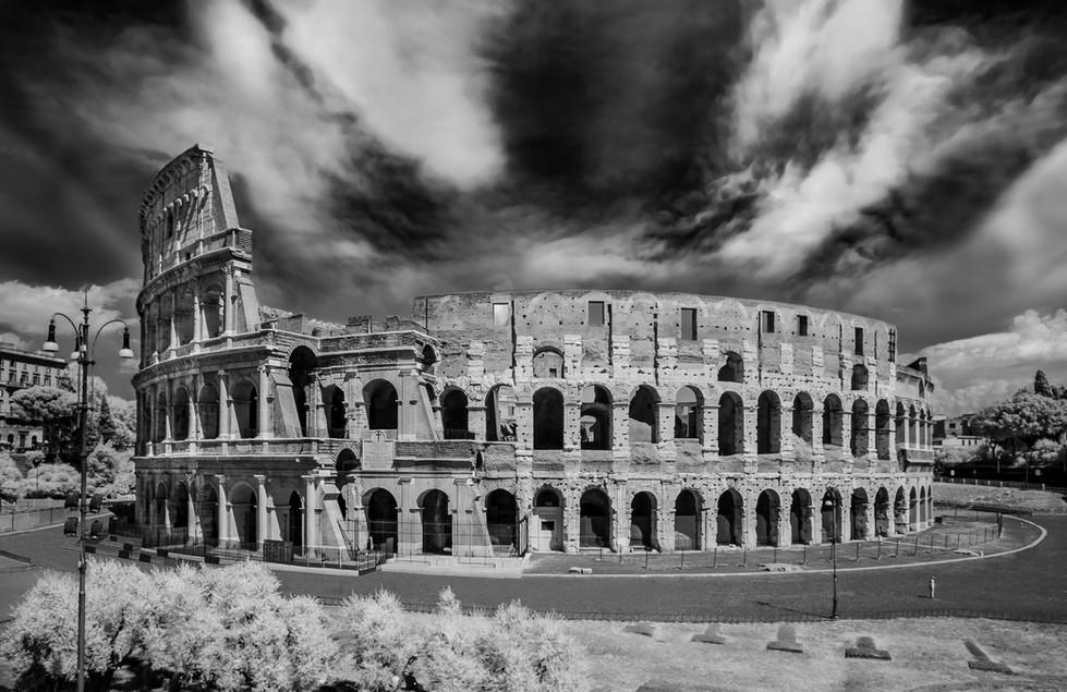 ROME ALONE (Colosseo)
