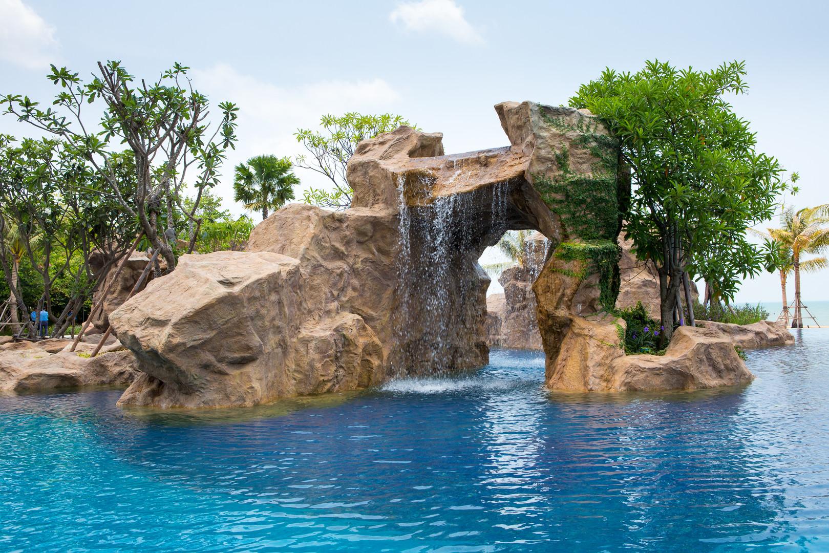 Swimming pool water fall .jpg
