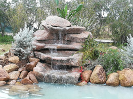 cascata da giardino in roccia.jpg
