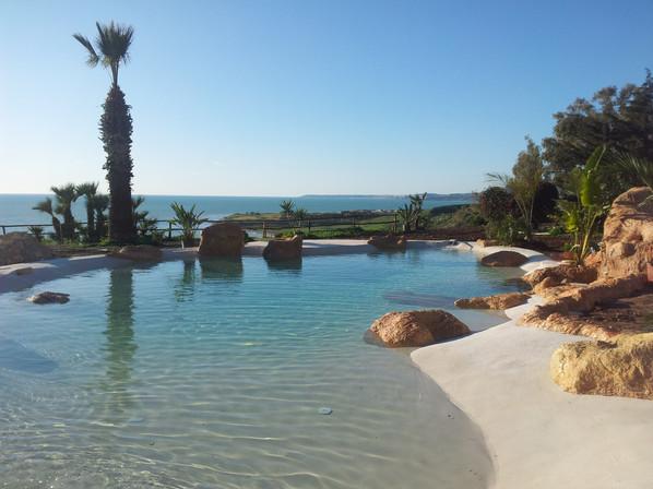 piscina scenograficaeffetto spiaggia.jpg