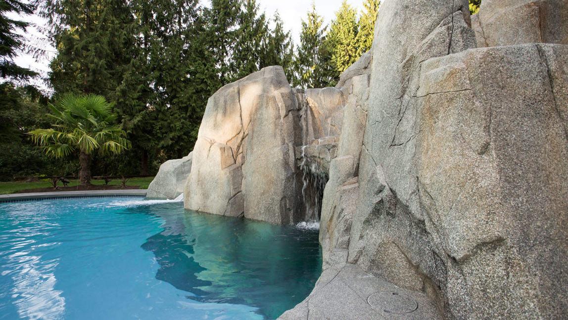 cascata piscina.jpg