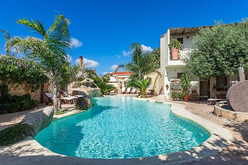 piscina come in natura in sardegna