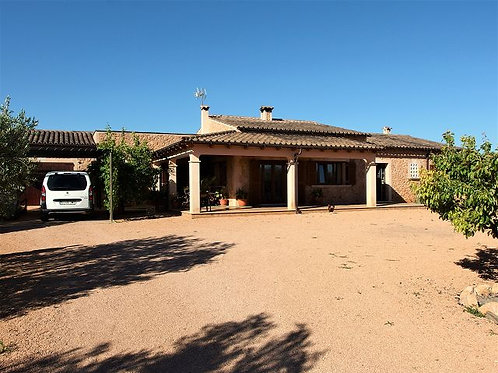 Villa in very good condition, with a tourist rental license near Llucmajor