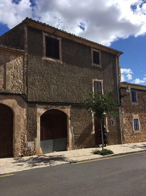 Mooi dorpshuis met karakter om te renoveren in Pina