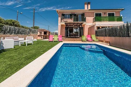 Moderne villa  met vakantieverhuur licentiein Vallgornera
