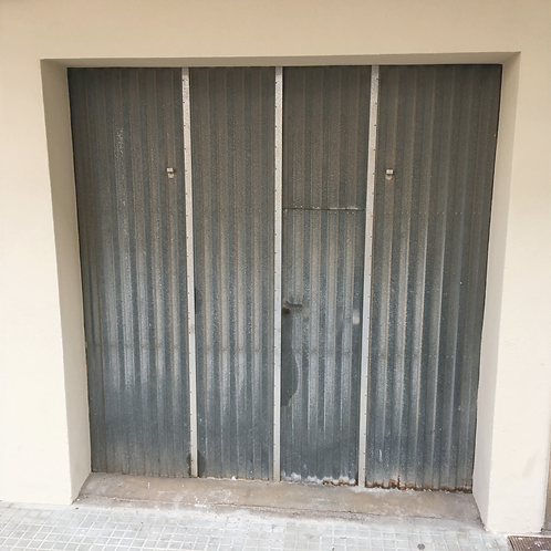 Individual Garage of about 24 m2 with shelf located in the center of the village