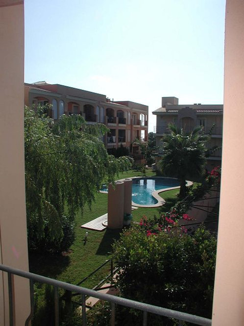 Lovely apartment with community gardens and pool in vallgornera