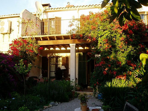 Very nice old reformed townhouse with garden in Porreres
