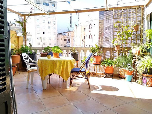 Apartment in very good state of repair with large terrace in the centre of Palma