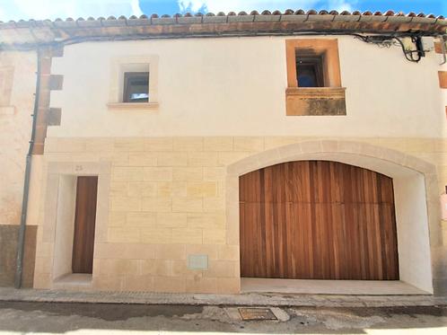 Casa de pueblo reformada con terraza, patio , pequeña piscina y garaje en Campos