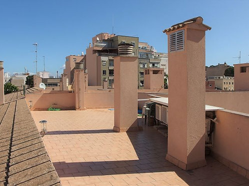 Apartment in very good state of repair and with large roof terrace in Arenal