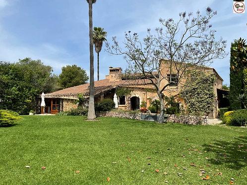 "Spectacular, unique house, built on a ""Talayot"" en Llubí"