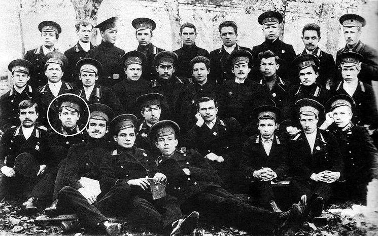 alt-Александр Василевский среди учащихся Костромской духовной семинарии