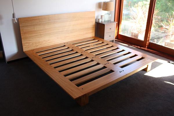 Oriel bed