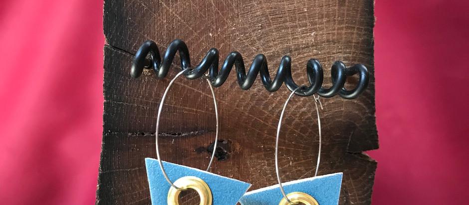 Les boucles d'oreilles & le stand