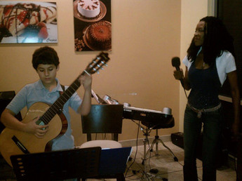 Students Perform at Da Vinci Gelato