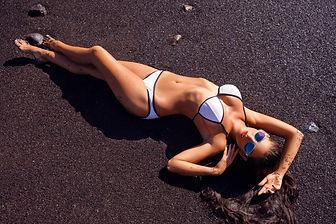 beautiful-girl-on-beach-6UKQBNH.jpg