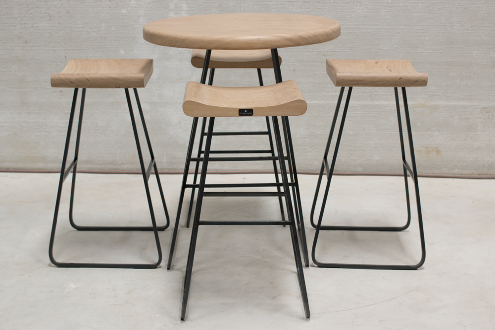 Eternity Bar Table w 4 chairs WEBPNG
