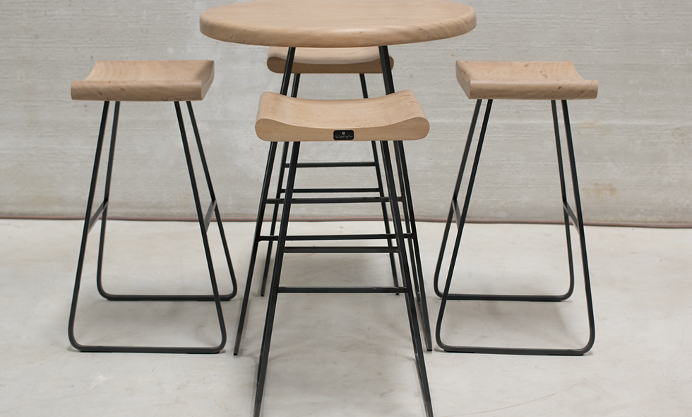 SET : Eternity Bar table and 4 Bar stools