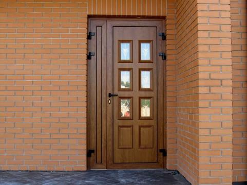 dveri-pvh-vhodnye-foto.jpg