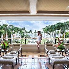 woman-overlook-pool-beach-spa-lanai-840x