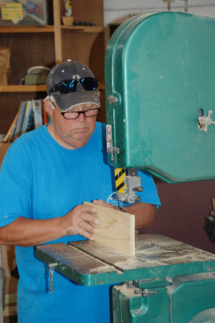 Ray cuts a scarf joint